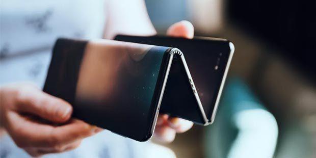 üçe katlanan akıllı telefon
