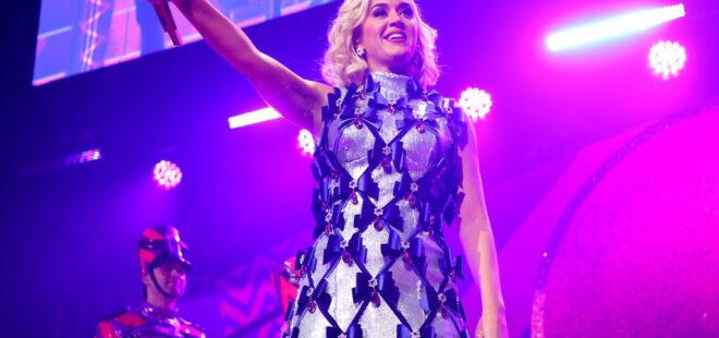 Katy Perry Daisies sarkisi