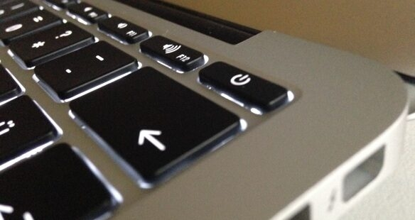 Bilgisayarı güç tuşuna basılı tutarak kapatmak zararlı mıdır?